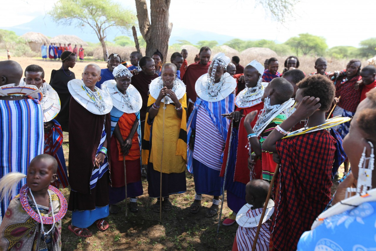 Maasai preparing to dance