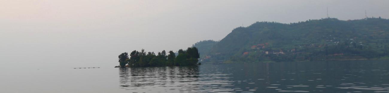 rwanda-lake-view